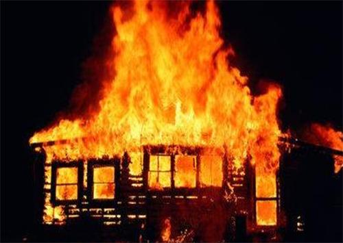 На Херсонщині чоловік підпалив власний будинок