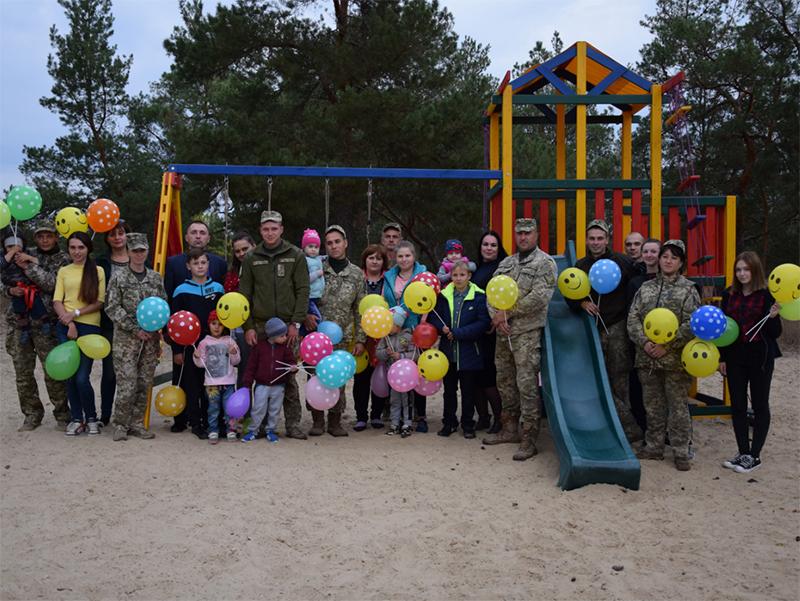 Команда единомышленников в Олешках открыла площадку для детей военных