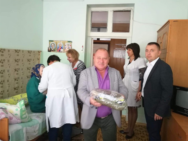 Голова Олешківської райради завітав до людей поважного віку
