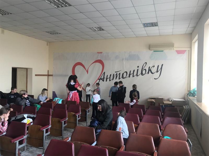 Антоновские дети получили билеты на праздник