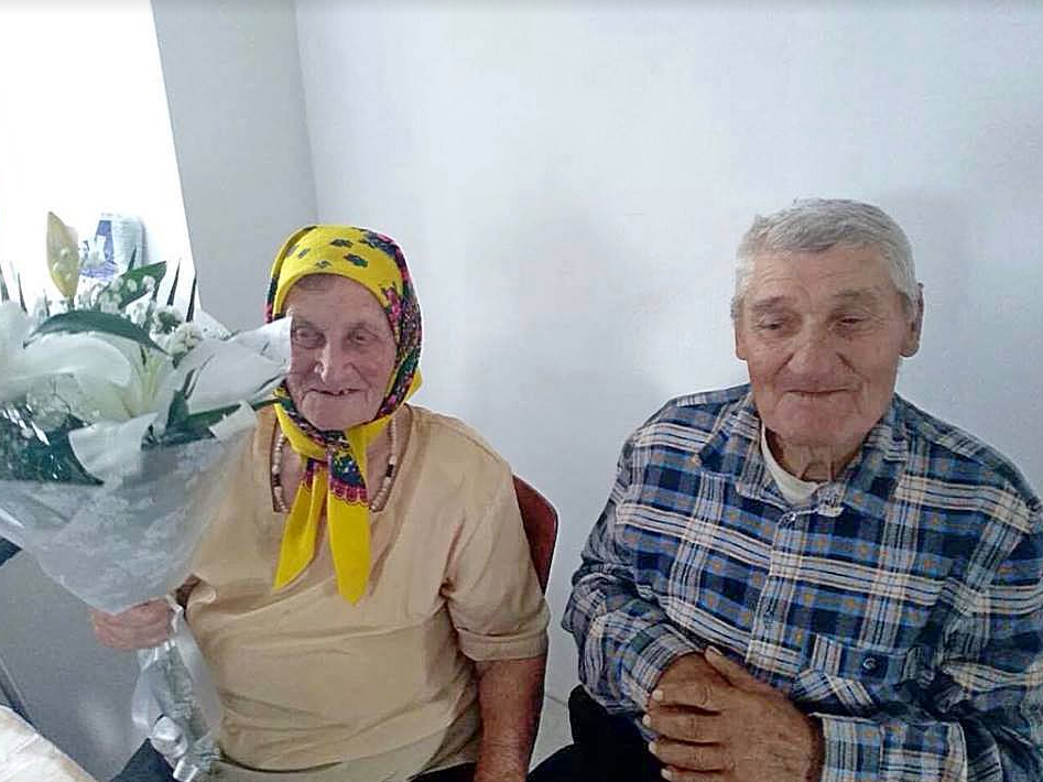 Активисты Оппозиционного Блока Корабельного района поздравили ветеранов труда с юбилеем