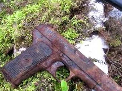 Полиции Херсонщины тракторист сдал боевой пистолет «ТТ»
