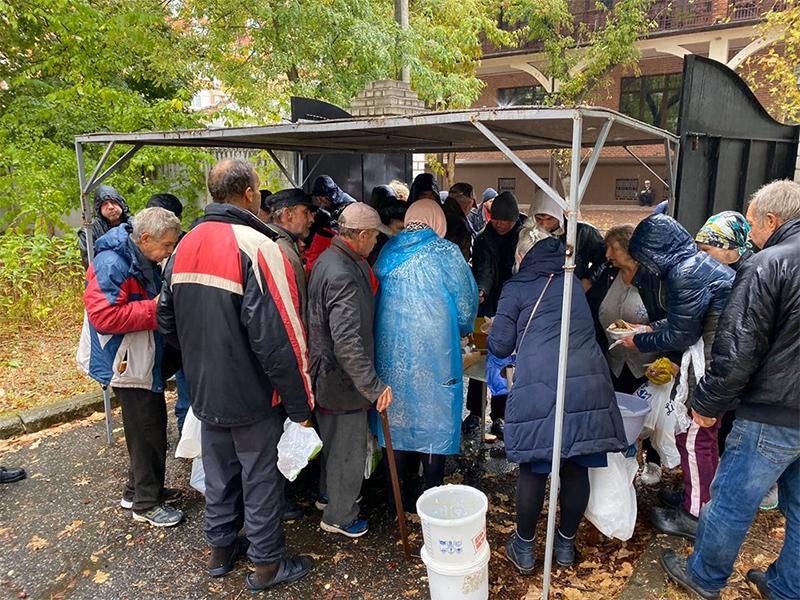В Херсонском Храме кормят нуждающихся в милосердии