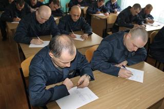 Заключенные Херсонщины пишут под диктовку