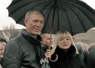 Херсонские коммунисты на всю страну объявили Сальдо «зонтиком» Бережной