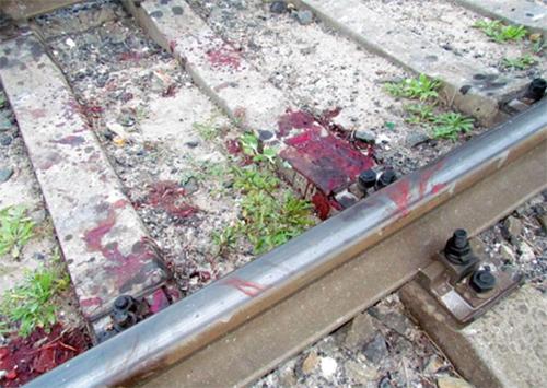 Херсонец бросился под поезд от стыда