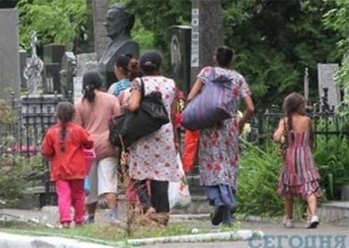 Осквернителей цыганских склепов арестовали в Каховке
