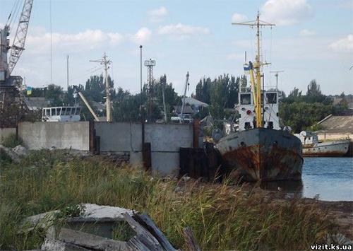 На Херсонщине у побережья Азовского моря нашли судно с мертвым экипажем