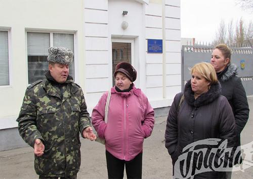 Родственники мобилизованных херсонцев вышли с пикетом к военной части