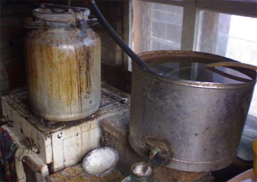 За п'ять днів  на Херсонщині вилучили майже півтони самогону