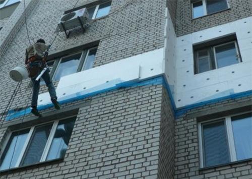 На крыши Херсонщины массово попёрли альпинисты