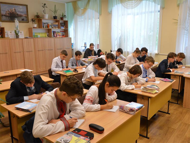У Школі гуманітарної праці відзначили День української писемності та мови