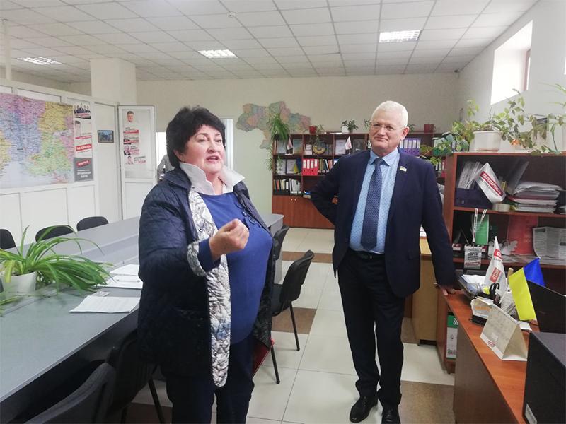 Херсонці скаржаться нардепу Співаковському, що їм відмовляють у наданні субсидій