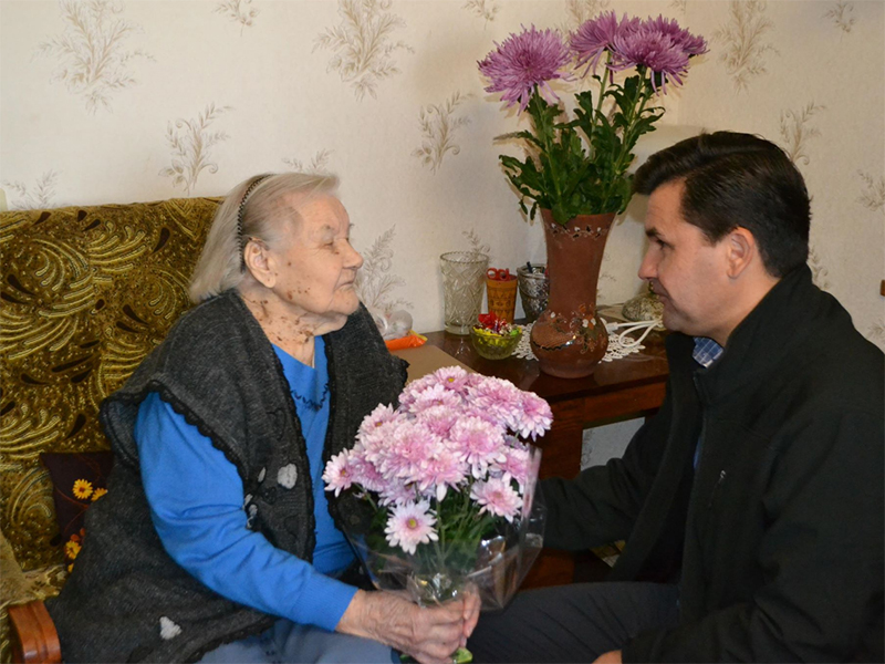 Коллектив Смарт Мэритайм Груп приветствовал юбиляра со 100-летием