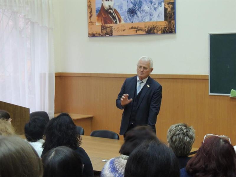 Співаковський закликав херсонських педагогів зберігати  спокій