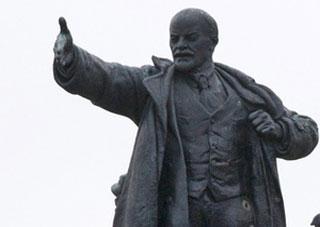 В Херсоне неизвестные разрушили памятник Ленину