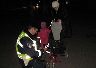 «Захисти себе на темній дорозі», - радили працівники ДАІ херсонським пішоходам