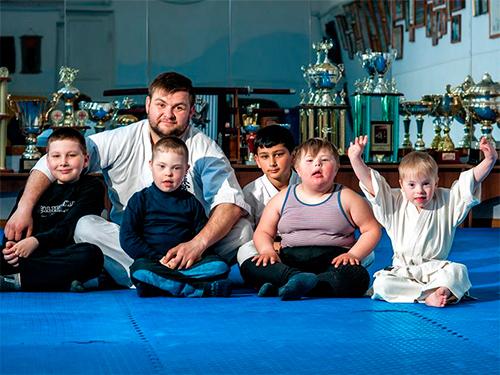 Дмитрий Белобров: Мы проводим карате-терапию херсонским солнечным детям