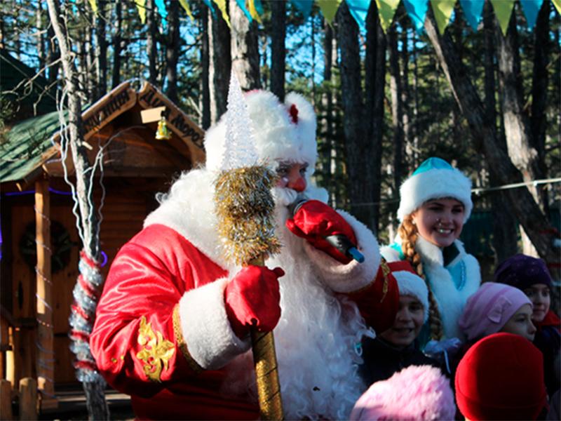 В херсонскую резиденцию Деда Мороза  уже приехали тысячи гостей