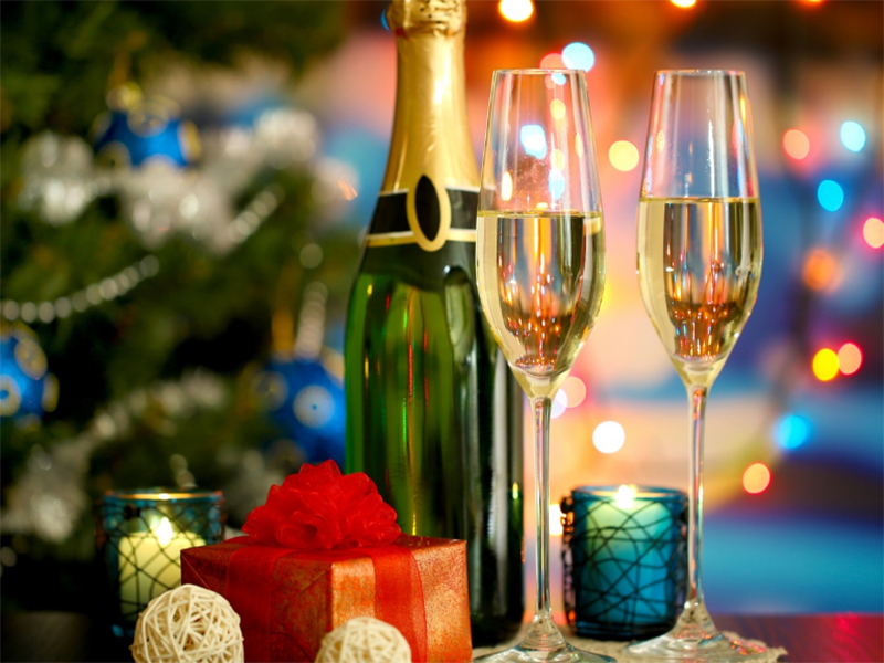 Отмечать Новый год «по-домашнему» будут известные на Херсонщине люди