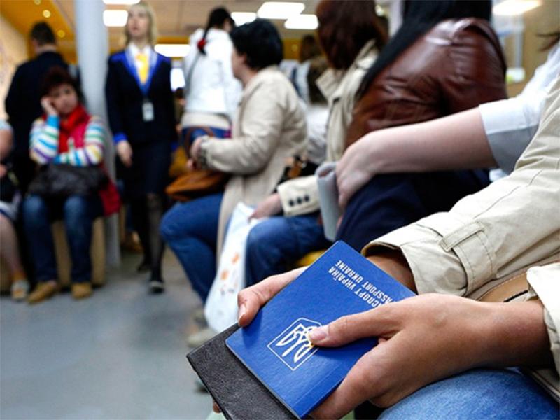 Херсонцям відкривають шлях у Європу - на заробітки