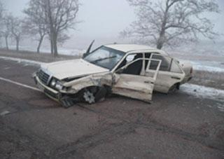В Херсонской области врезались микроавтобус и легковушка