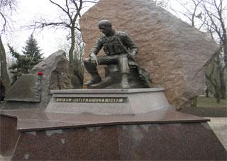 Фоторепортаж: у Херсоні відкрито меморіальний комплекс Воїнам-інтернаціоналістам