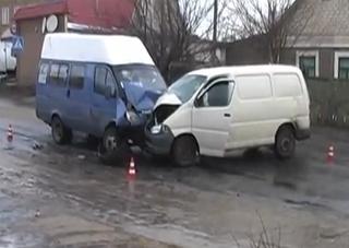ДТП в Херсоне: из-за столкновения легкового автомобиля с маршруткой пострадало 6 человек