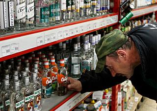 Кожен другий українець вживає алкоголь