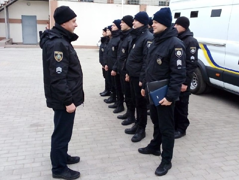 Працівники роти конвойної служби поліції Херсонщини відзначають професійне свято