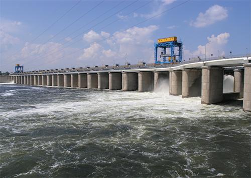 Каховская ГЭС не спасает херсонцев от отключений света