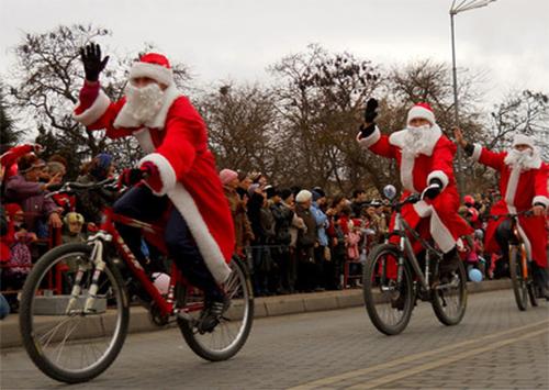 Діди Морози промчали Херсоном на велосипедах