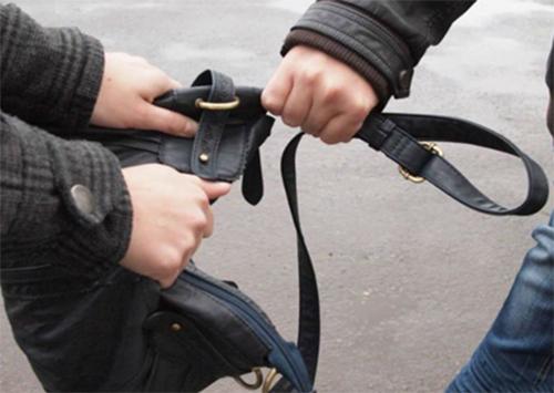 В Херсоне грабители отобрали деньги у женщин