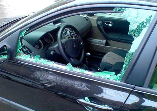 В своих машинах херсонцам даже белье оставлять опасно