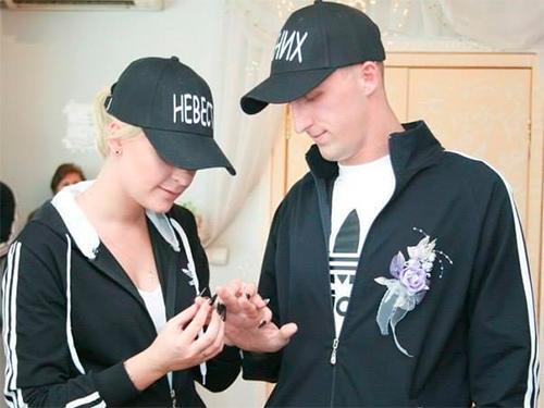 Новейшая херсонская мода – бракосочетание в спортивных костюмах