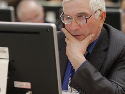 Херсонських пенсіонерів продовжують навчати користуватися комп'ютером