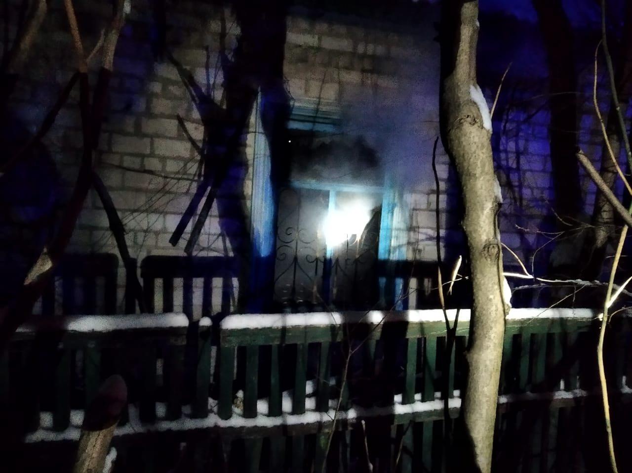 На Херсонщине горел заброшенный дом