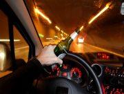 В Херсоне пьяный водитель на своём автомобиле снёс рекламный стенд и два киоска