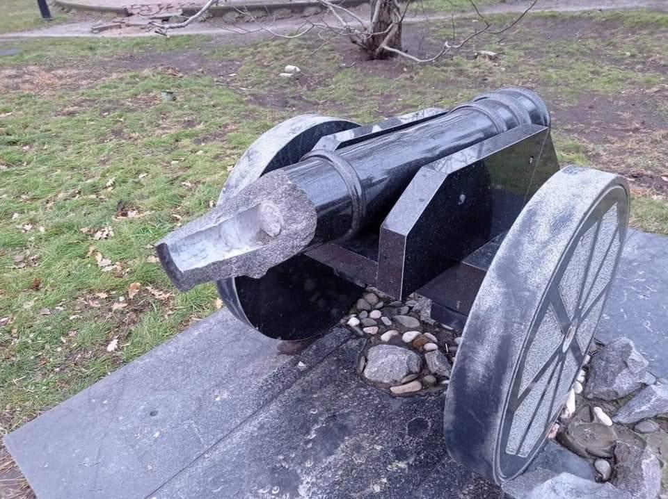 В Херсонской области отыскали хулигана, взорвавшего памятник казачьей пушке