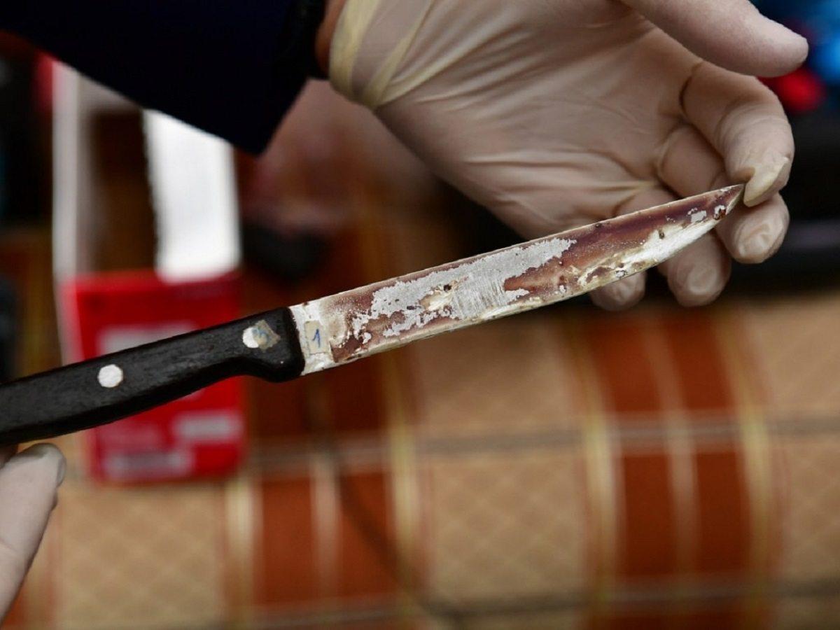 На Херсонщине мужчина до смерти изрезал себя ножом