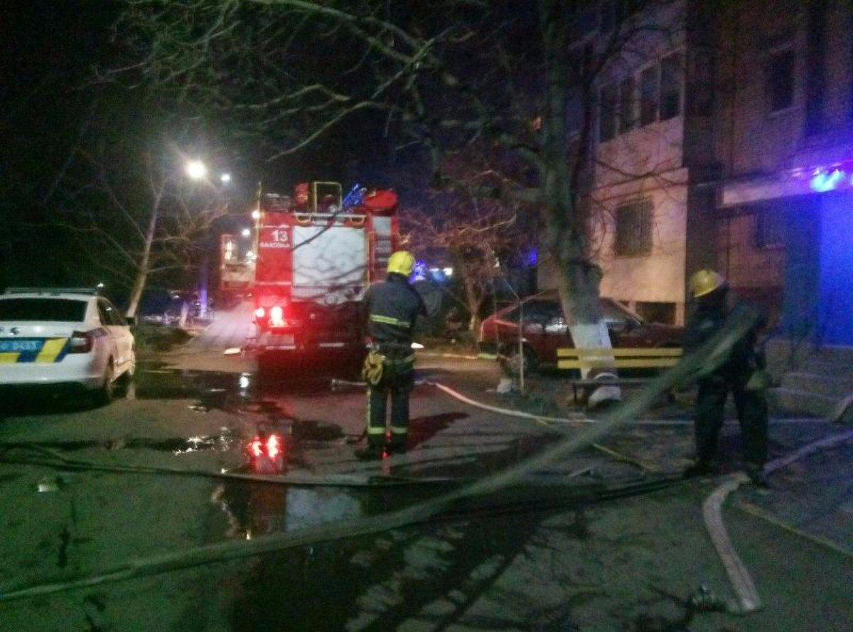 На Херсонщине спасатели ликвидировали новогодний пожар в квартире многоэтажки