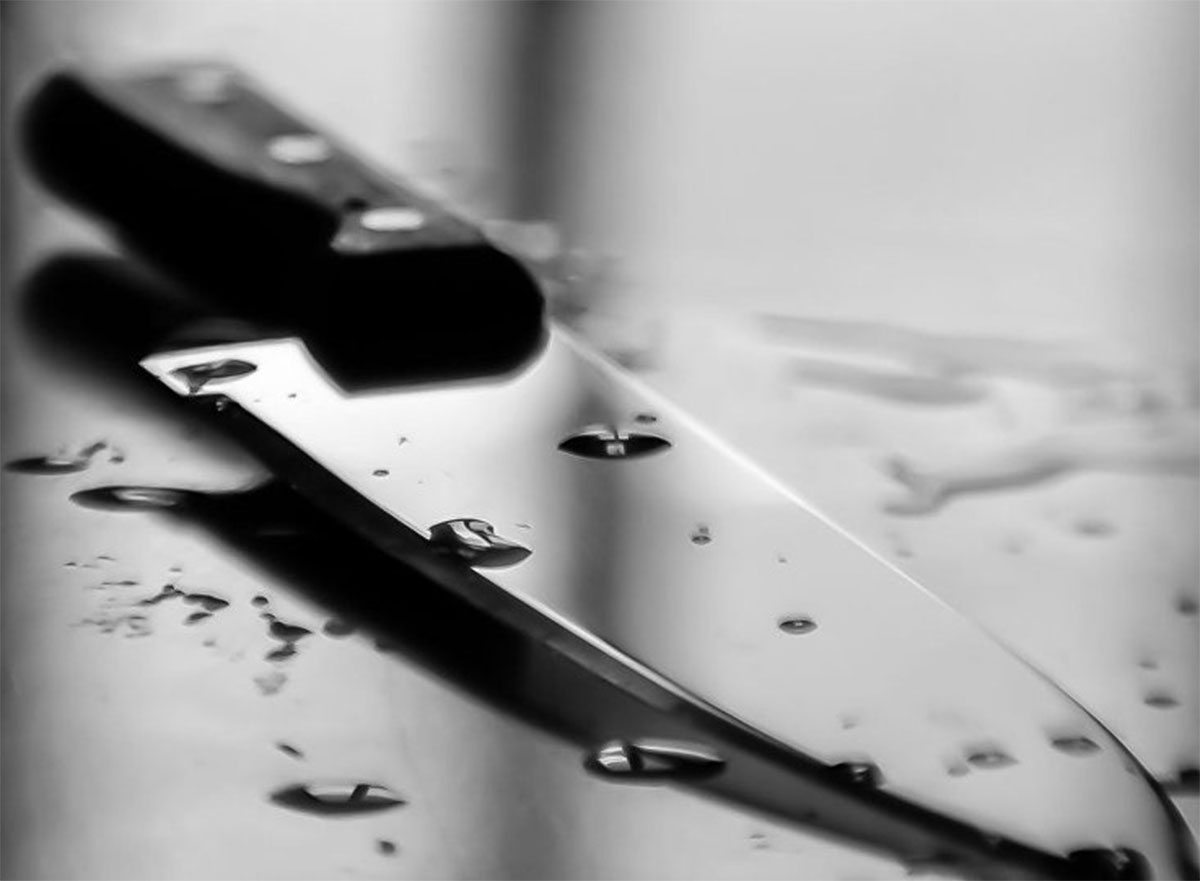 На Херсонщине женщина вскрыла себе живот кухонным ножом