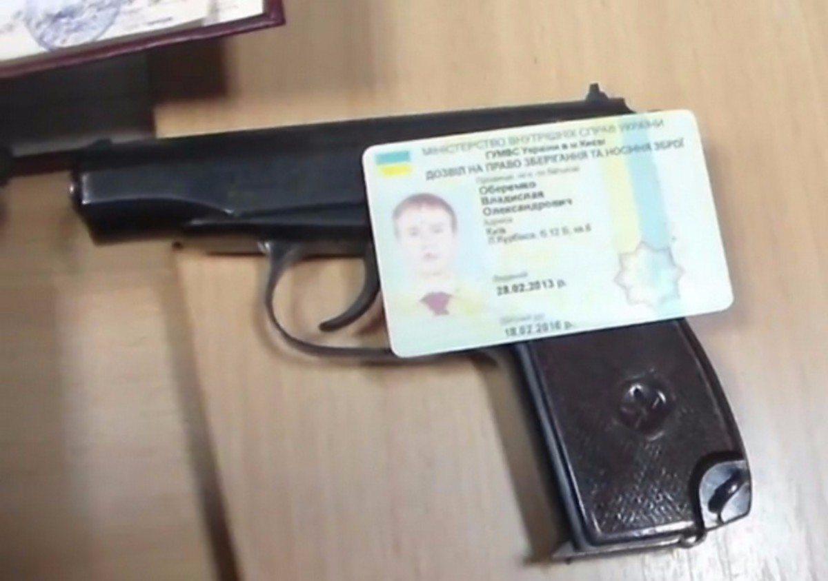 """В Херсоне будут судить полицейского за """"помощь"""" в получении разрешения на оружие"""