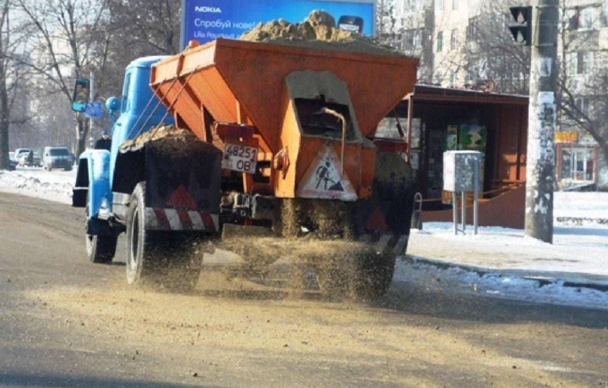 В Херсоне коммунальщики борются с гололёдом