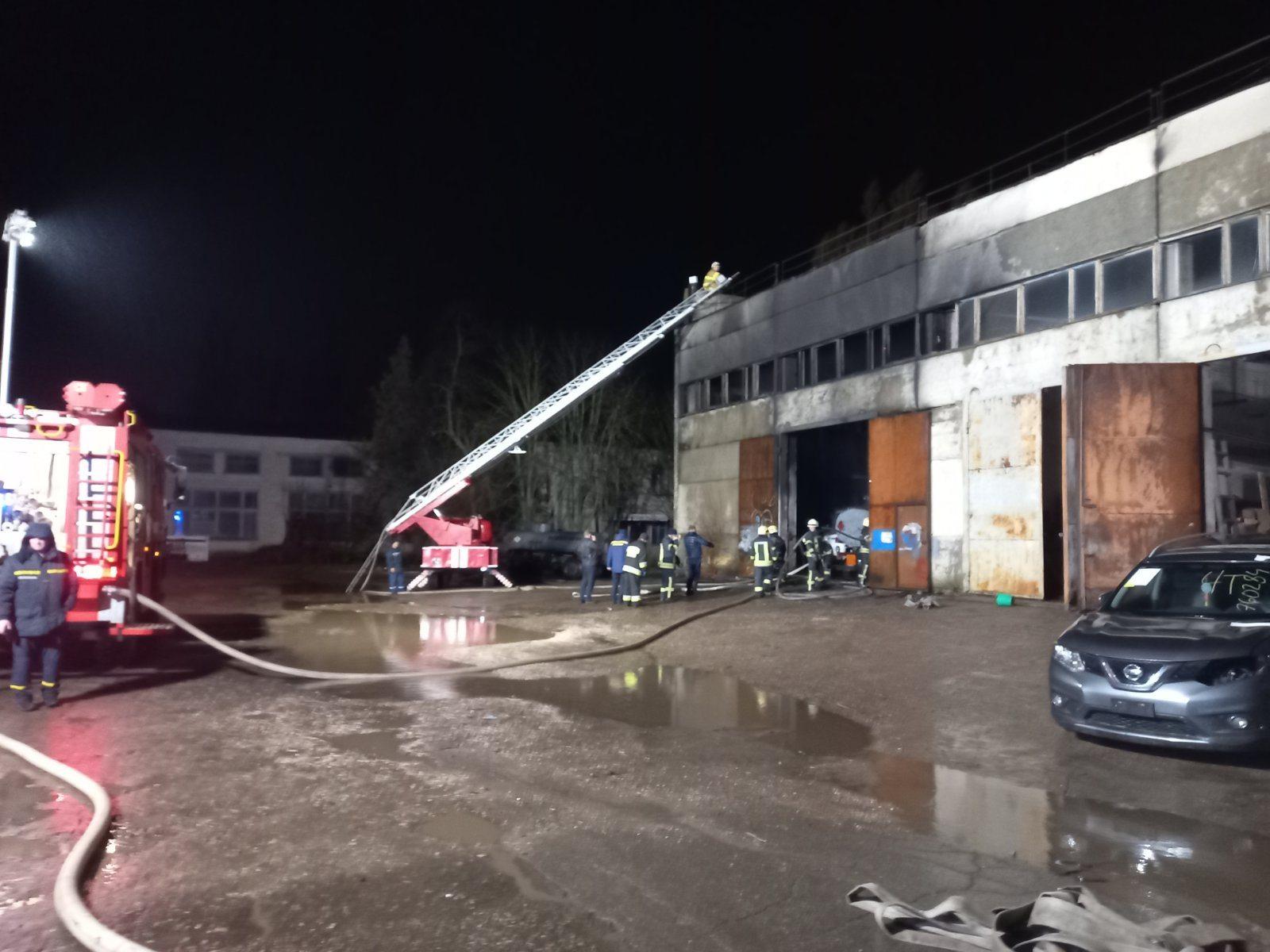 В Херсоне горела станция техобслуживания