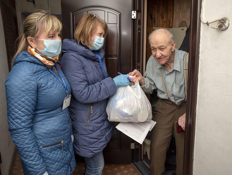 В Херсоне собирают продукты для одиноких граждан