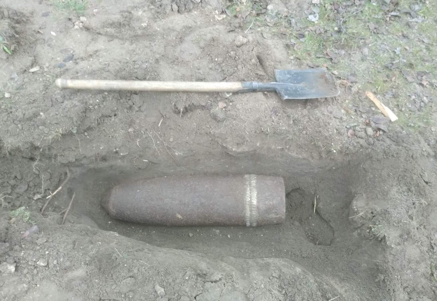На Херсонщине пиротехники ГСЧС уничтожили артснаряд времён войны