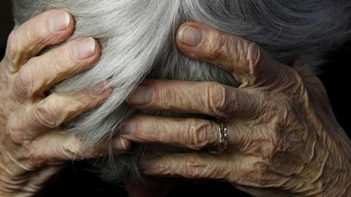 В Херсоне полицейские защитили пенсионерку от агрессивной внучки