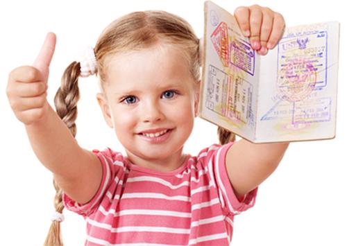 Херсонцям про документування дитини в разі виїзду за кордон
