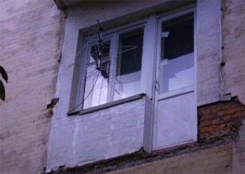 Балкон обвалився разом із власником у багатоповерхівці на Херсонщині